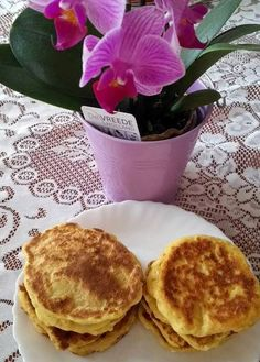 Zabpelyhes túrós puffancs (paleo változatban is! Paleo, Pancakes, Food And Drink, Vegan, Breakfast, Cukor, Crochet Christmas, Yogurt, Morning Coffee