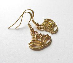 Ohrhänger - Ohrhänger-Lotusblume vergoldet - ein Designerstück von soschoen bei DaWanda