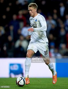 467260662-nicolai-jorgensen-of-fc-copenhagen-controls-gettyimages.jpg (455×594)