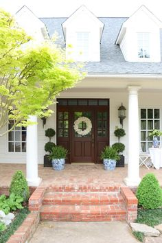 Eleven Gables Home Spring Home Tour such a gorgeous brick porch! - Floor Plants - Ideas of Floor Plants - Eleven Gables Home Spring Home Tour such a gorgeous brick porch! House 2, House Porch, Cottage House, Brick Porch, Porch Columns, Fachada Colonial, Brick Steps, Brick Pavers, Porch Steps