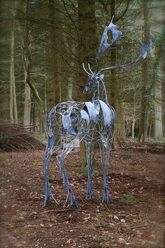 Galvanised wrought iron Deer sculpture by artist David Freedman titled: 'Fallow Deer (Metal Ghostly abstract Contemporary Standing garden statue)' Sculptures Sur Fil, Yard Sculptures, Animal Sculptures, Sculpture Stand, Metal Art Sculpture, Bronze Sculpture, Garden Sculpture, Support Pour Sculpture, Art Fer