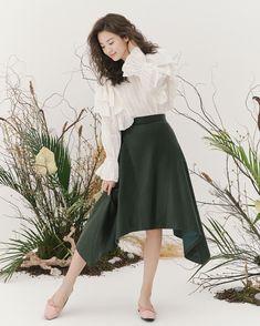 Song Hye Kyo Style, Japan Outfit, Actor Model, Korean Actresses, Girl Photos, Asian Woman, Cute Girls, Korean Fashion, Midi Skirt