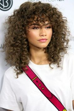 28 Easy Curly Hairstyles 2017 - Cute Haircut Ideas for Curly Hair - Hair Styles Curly Hair With Bangs, Curly Hair Cuts, Long Curly Hair, Hairstyles With Bangs, Easy Hairstyles, Bangs Hairstyle, Black Hairstyles, Curly Hair With Fringe, Wavy Hair