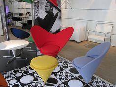 Heart Cone Chair - Verner Panton 心狀錐形椅,沒有四條腿和方方正正的座位,從心形的輪廓創造了在當時被認為是顛覆傳統產品,而它的確為座椅概念下了新定義,開幾何形椅子的先河。Heart Cone Chair心形錐椅,名稱取自於其心型輪廓的造型設計。兩側突出的椅背,也令人聯想到米老鼠的大耳朵,相當討喜。