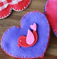 "Nothing says ""I love you"" more than a homemade gift. Make it a crafternoon with super simple instructions for a DIY felt coin purse this Valentine's Day. - Everyday Dishes & DIY"