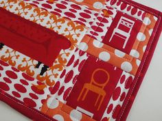 Amy Made That! ...by eamylove Free tutorial for machine binding.  Great for small quilting projects like mug rugs or table runners.