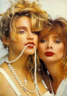 Madonna & Rosanna Arquette in Desperately Seeking Susan ---( 1984 i think ) Madonna Photos, Madonna 80s, Guy Ritchie, Sean Penn, Rosanna Arquette, Desperately Seeking Susan, Image Film, Material Girls, Great Movies