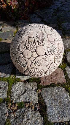 Keramik-Gartenkugel getöpfert