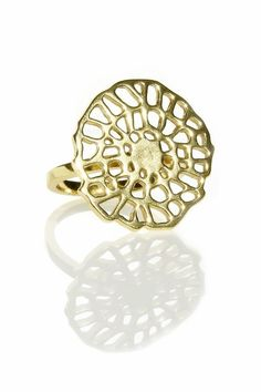 Ring Acacia! Love gold and this design!