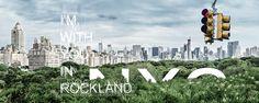 Stadtpark – Steine über Grün. New York City hinter dem Central Parc. Eine Ampel, Typografie. Gebäude hinter Landschaft. Sozuagen Rockland. 2012, MD | © www.piqt.de | #PIQT