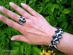Origami Jewelry, Origami Art, Pinterest Origami, Candy Wrappers, Paper Stars, Beaded Bags, Paper Folding, Kirigami, Christmas Crafts