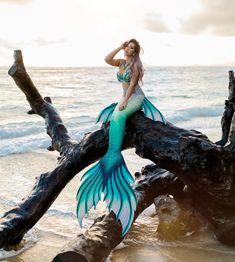 Mermaid Gifs, Mermaid Pose, Mermaid Swim Tail, Mermaid Swimming, Mermaid Pictures, Mermaid Art, Fantasy Mermaids, Mermaids And Mermen, Realistic Mermaid Tails