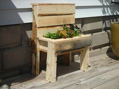 Recycled Pallet Planter Bench