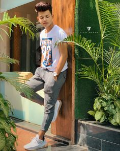 The famous tik tok star riyaz aly. Riyaz aly which was becoming a new star by the tik tok app. The tik tok star riyaz aly. Cute Boy Photo, Photo Poses For Boy, Boy Poses, Male Poses, Handsome Celebrities, Cute Celebrities, Photography Poses For Men, Girl Photography, Exposure Photography