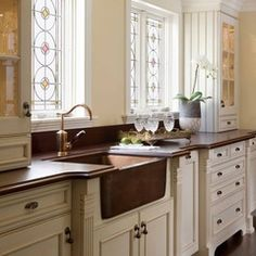 traditional kitchen cabinet and sink