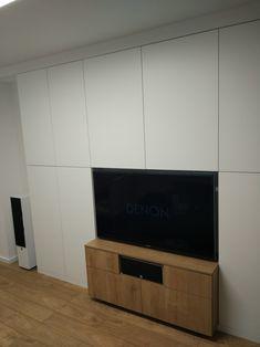 Zabudowa telewizora w salonie
