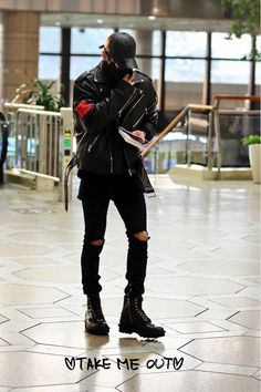 Jonghyun at Gimpo Airport on their way to Japan for two SWJ events on the 5th and the 6th.