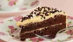 Een heerlijk indulging recept van Caroline: chocoladetaart met glazuur van Bailey's en witte chocolade. Oompff… Verwarm…
