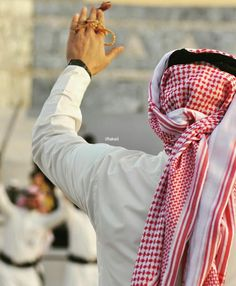 Arab fashion for boys Muslim Couple Photography, Man Photography, Stylish Girl Pic, Stylish Boys, Arab Fashion, Boy Fashion, Saudi Men, Instagram Dp, Dubai