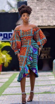 ankara mode Gorgeous ankara styles for ladies Hello here are some lovely and adorable ankara dresses that will give you that unique look you need for this season. Every woman n Latest Ankara Dresses, Ankara Short Gown Styles, African Wear Dresses, African Fashion Ankara, African Inspired Fashion, Latest African Fashion Dresses, African Print Fashion, Africa Fashion, African Attire