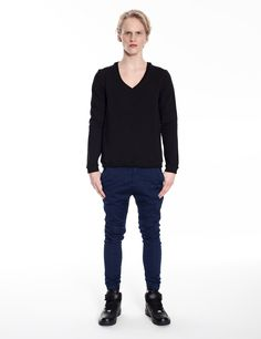 Model is wearing: black sweatshirt aka sweater and Universum jeans in blue denim
