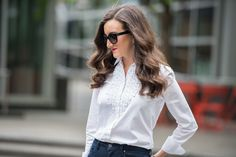 Classic style outfit ideas for women. You can never go wrong with a classic white button down shirt as the base of your outfit.  http://baublestobubbles.com/2017/05/08/classic-style-outfit-ideas/?utm_campaign=coschedule&utm_source=pinterest&utm_medium=Olivia%20Johnson%20-%20Baubles%20to%20Bubbles&utm_content=Casual%20Sophistication