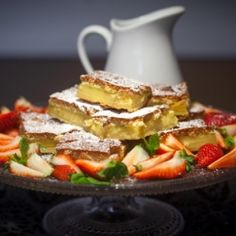 Vanilla cake, one batter bakes into three layers. In Icelandic, translator on top of page