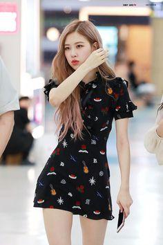 Rosé (Oh! Blackpink Fashion, Korean Fashion, Fashion Outfits, Korean Girl, Asian Girl, Look Rose, Black Pink, Kim Jisoo, Kim Jennie