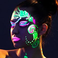Neon Pink Glow In The Dark Body Paint for Festival make up festival face paint neon makeup party makeup glow in the dark makeup UV makeup ideas uk Uv Makeup, Makeup Black, Dark Makeup, Festival Face, Festival Make Up, Festival Paint, Party Make-up, Disco Party, Glow Party