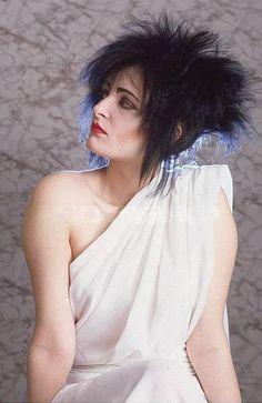 Siouxsie Sioux goes Greek goddess.