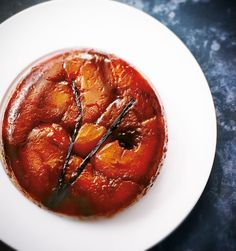La tarte Tatin vue par nos chefs Chefs, Types Of Pastry, Paul Bocuse, Puff Pastry Dough, Candied Fruit, Almond Cream, Different Cakes, Chef Recipes, Party Recipes