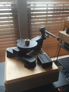 Avid Ingenium Turntable Cd Player, Record Player, Fi Car Audio, High End Turntables, Hi End, High End Audio, Phonograph, Audio Equipment, Audio System