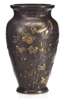 Porcelain Tiles In China Japanese Vase, Asian Art Museum, Metal Vase, Japanese Beauty, Metal Crafts, Vases Decor, Pottery Art, Metal Working, Glass Art