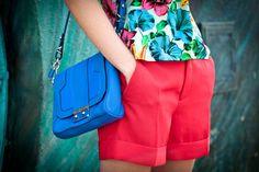 'I Work For Tips' Shoulder Bag http://mjin.tl/wftmmjbg