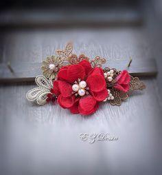 Accessoires cheveux vintage. Appliques décoratives. Fleurs rouges.