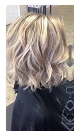 Stylish And Sassy Short Hairstyles For Fine Hair - hair styles for short hair Brown Blonde Hair, Blonde Bobs, Wavy Hair, Thick Hair, Brunette Hair, Highlighted Blonde Hair, Blonde Highlights On Dark Hair Short, Blonde Lob Hair, Messy Blonde Bob