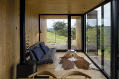 MAPA builds two prefabricated houses in Brazilian mountain landscape - Prefabricated House Prefab Cabins, Prefabricated Houses, Prefab Homes, Tyni House, Casas Containers, Farmhouse Side Table, Home Upgrades, Modular Homes, Farmhouse Design