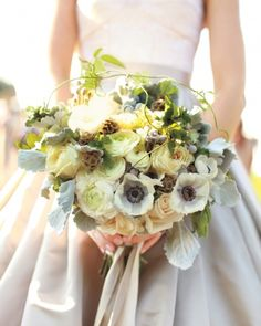 A bouquet of garden roses, anemones, and rununculus