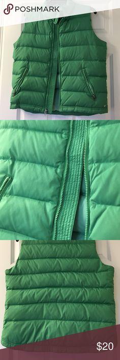 American Eagle green down vest sz L Green down vest size L great condition American Eagle Outfitters Jackets & Coats Vests