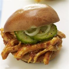 Carolina-Pulled-Chicken-Sliders-with-Easy-Summertime-Pickles
