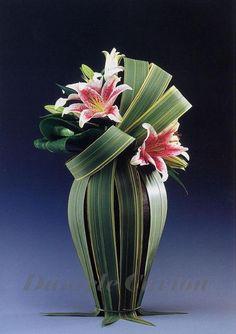 Skirt the vase