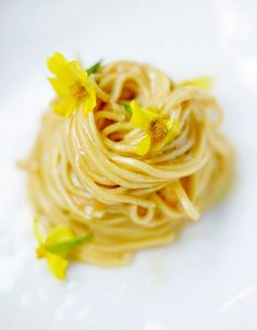 Tagliatelle Carbonara, A Table, Nom Nom, Pasta, Lunch, Ethnic Recipes, Centre, Food, Ravioli