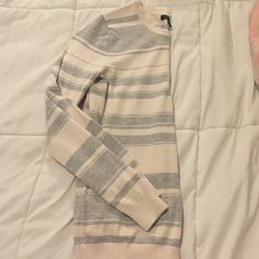 Sweater •Size Medium •Brand Banana republic •Smoke free home •Bottoms down the left side (shown in picture) Banana Republic Sweaters Crew & Scoop Necks