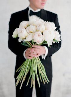 soulmate24.com Long stemmed ivory peony wedding bouquet: www.stylemepretty... Photography: Jose Villa - josevilla.com/