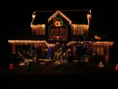 The Best 40 Outdoor Christmas Lighting Ideas That Will Leave You Breathless Christmas Lights Outside, Hanging Christmas Lights, Christmas Light Displays, Decorating With Christmas Lights, Holiday Lights, Outdoor Xmas Lights, Paper Christmas Decorations, Outside Decorations, House Decorations