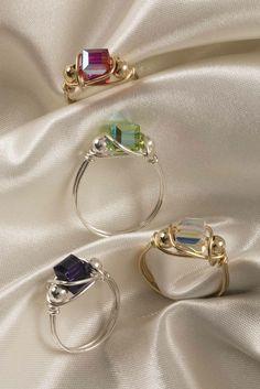Learn the art of making wire jewelry - Learn .- Erlernen Sie die Kunst, Drahtschmuck herzustellen – Erlernen Sie die Kunst der … Learn the Art of Making Wire Jewelry – Learn the Art of Making Wire Jewelry Beaded Beads, Beads And Wire, Beaded Jewelry, Handmade Wire Jewelry, Diy Jewelry With Wire, Make Jewelry, Diy Beaded Rings, Diy Jewelry Rings, Wire Jewelry Designs