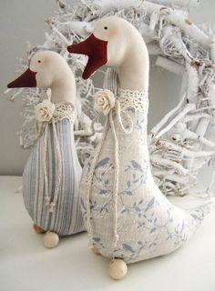 Хочу поделиться с вами подборкой фото текстильных идей для интерьера в стиле Landhause (загородного дома). Меня очень тронули эти милые розовые слоники, совята, зайчики. Возникло много идей, использовать их можно, на мой взгляд, по любому случаю – от Дня Рождения до Нового года, включая все влюбленные дни, Пасху... и просто для души. Они просты и легки в изготовлении, выкройку можно …