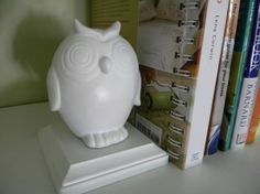 owl bookends - a dollar store craft using spray paint & wooden plaques / maddie grace interiors blog