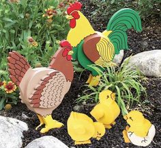 These look fairly easy to make. - Yard Chickens - Rooster and Hen Woodworking Plan Hobbies And Crafts, Fun Crafts, Diy And Crafts, Small Wood Projects, Diy Projects To Try, Goose Craft, Transfer Images To Wood, Wood Yard Art, Wood Craft Patterns