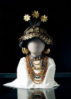 Jewellery and Headdress ensemble, 2600 BC Early Dynastic III - Found at the Cemetery at Ur